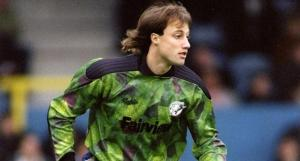 Besides being an overrated keeper, Kasey Keller had really awful hair in 1998.